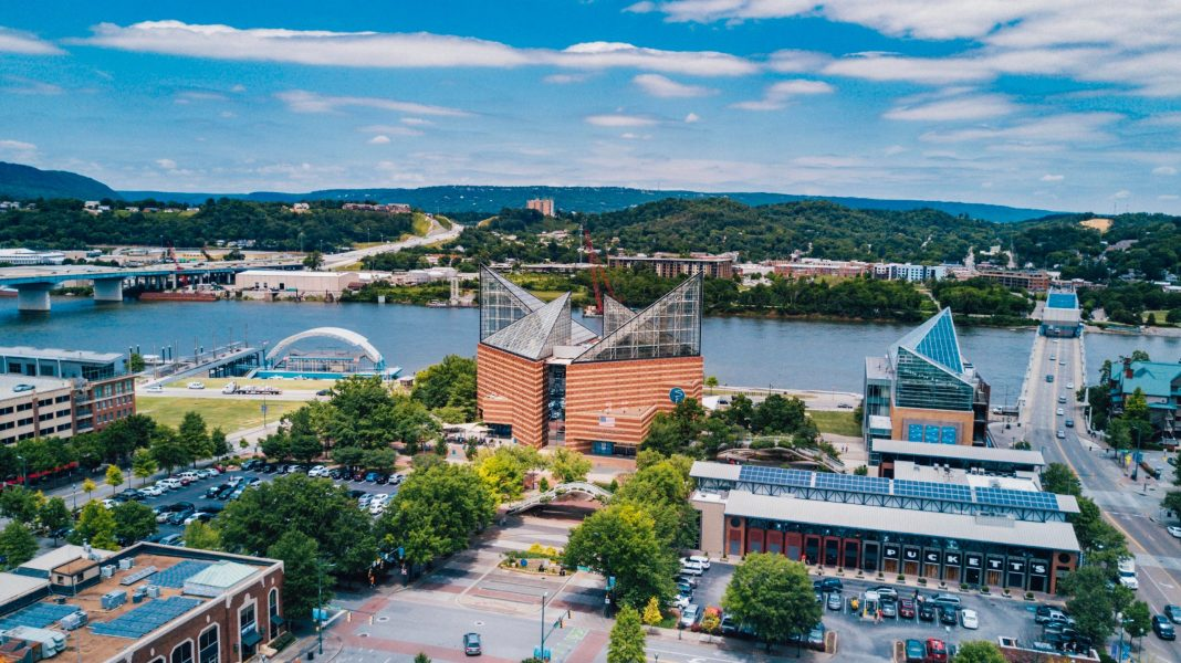 10 Ways to Meet People in the Scenic City